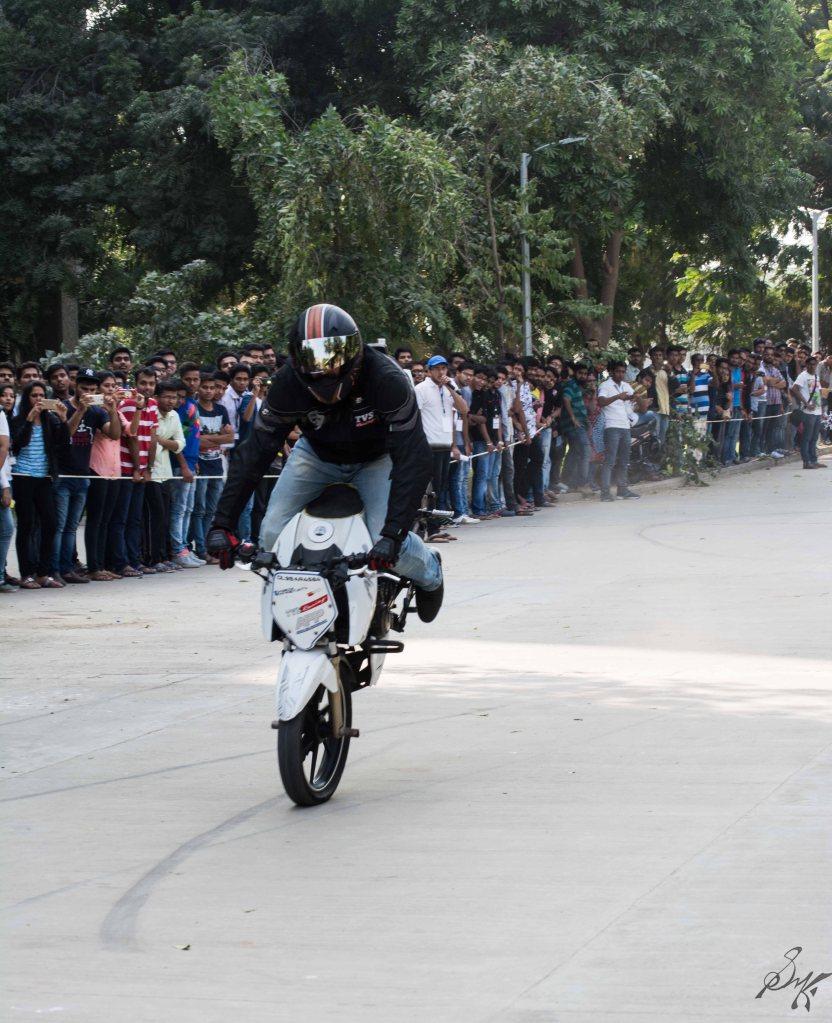 Bike stunt stoppie