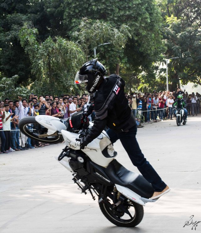 Bikes stunt wheelie