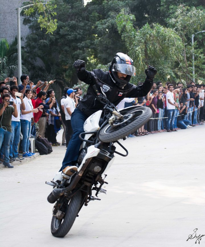Wheelie without holding handle bars