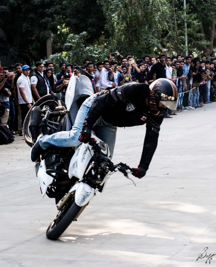 Bike stunt stoppie