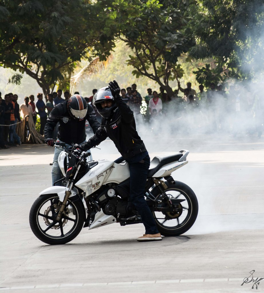 Bike stunt burnout tyres rubber smoke
