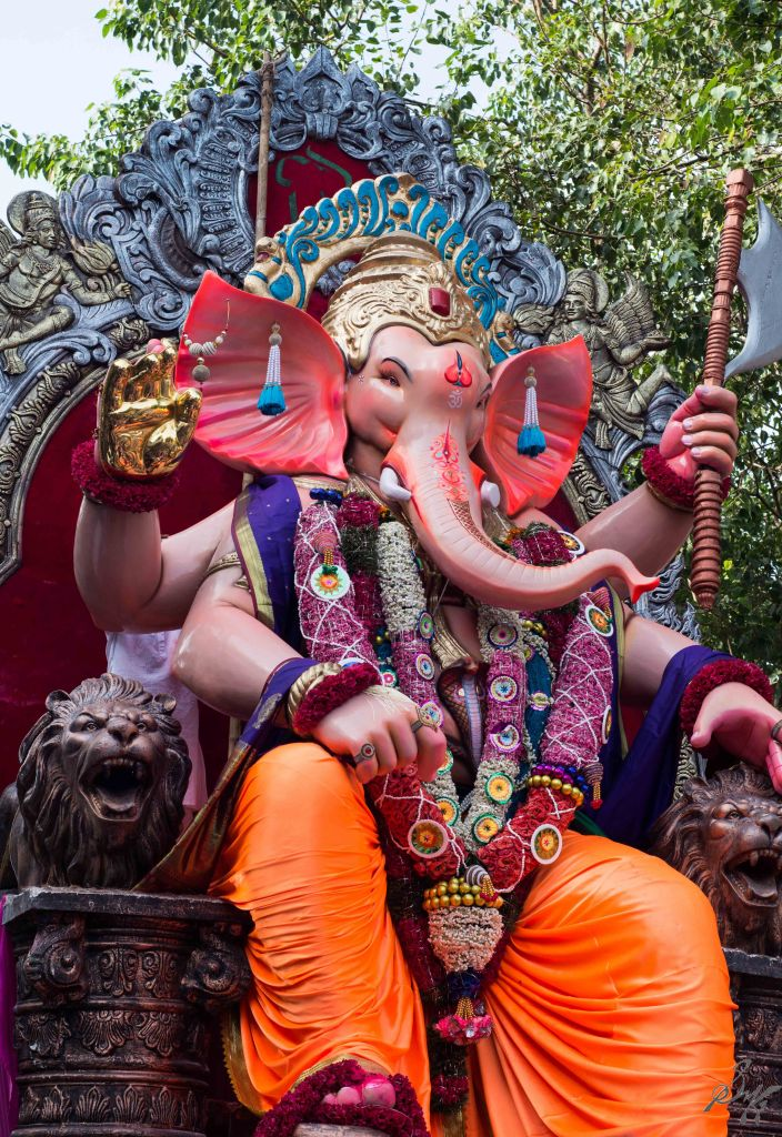Ganesh idol parades to the visarjan