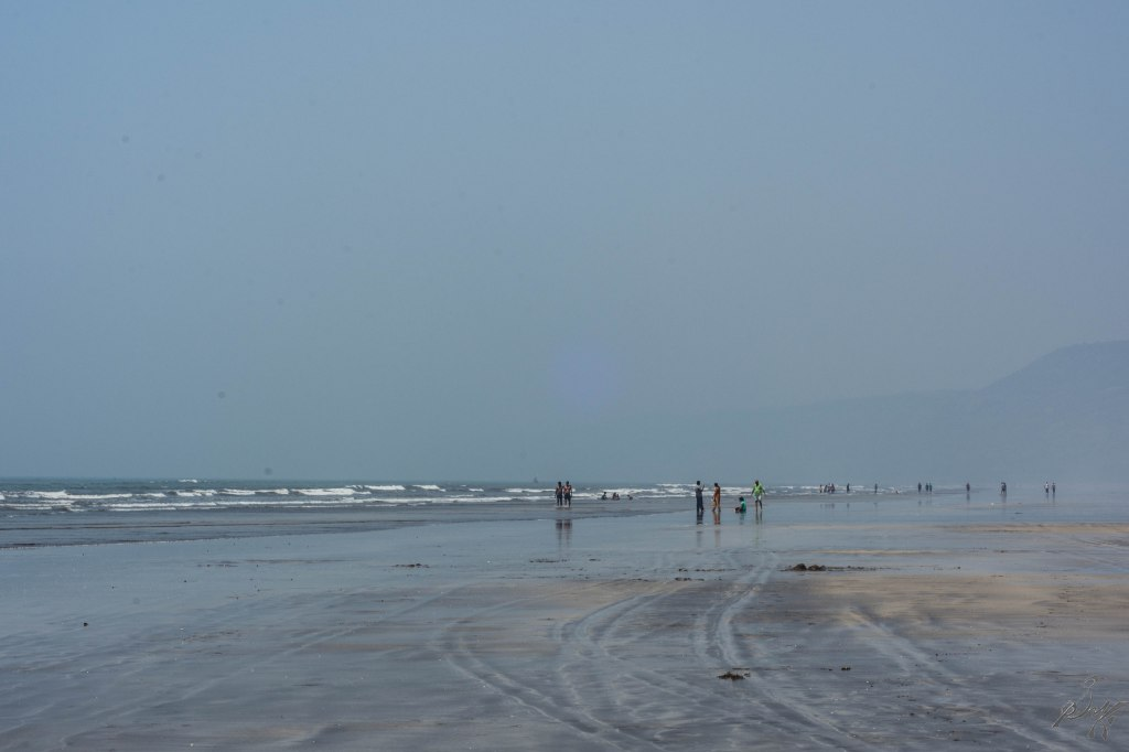 The wide Diveagar Beach