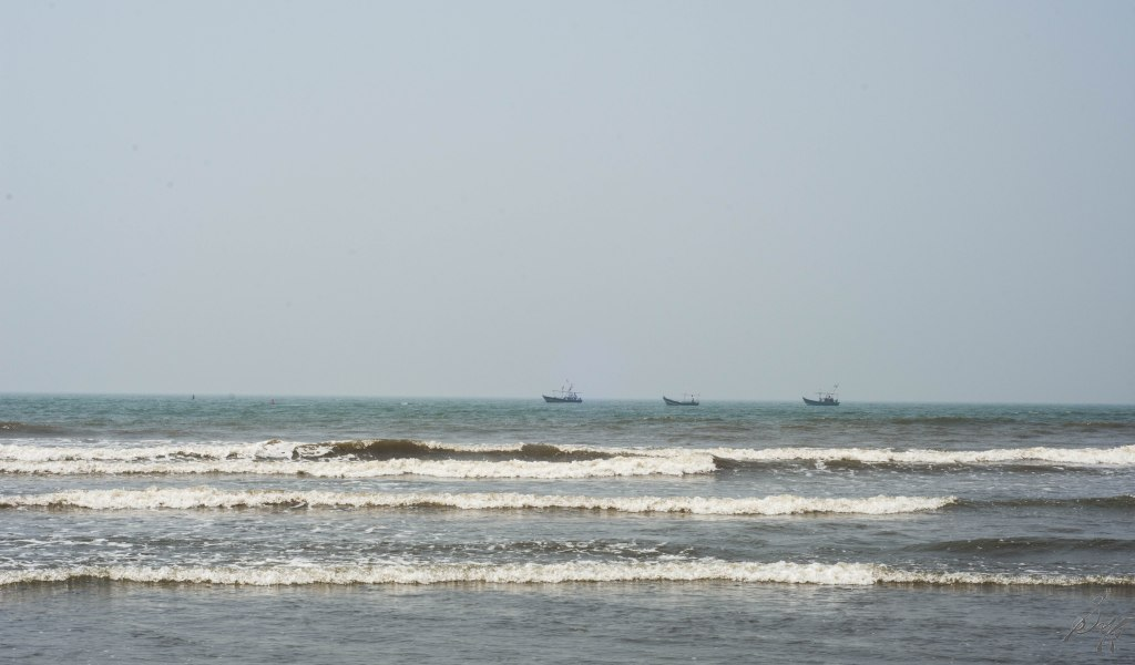 Small waves at Diveagar beach