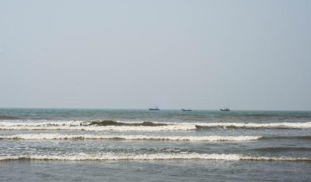 Small waves at Diveagar beach