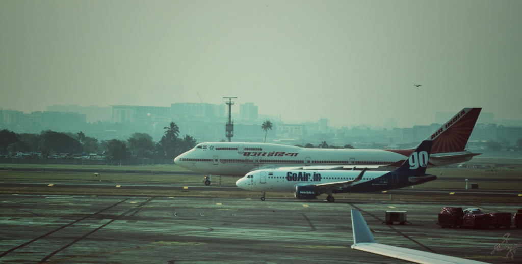 Airbus A320 and Boeing 747-400 together, Air India, Go Air