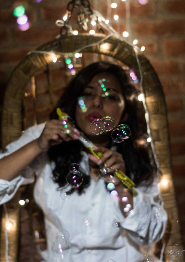 Bubbles in focus, no key light